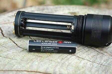 Led Lenser vs Fenix 005