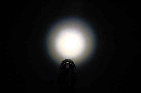 UK 4AA e LED Zoom 007